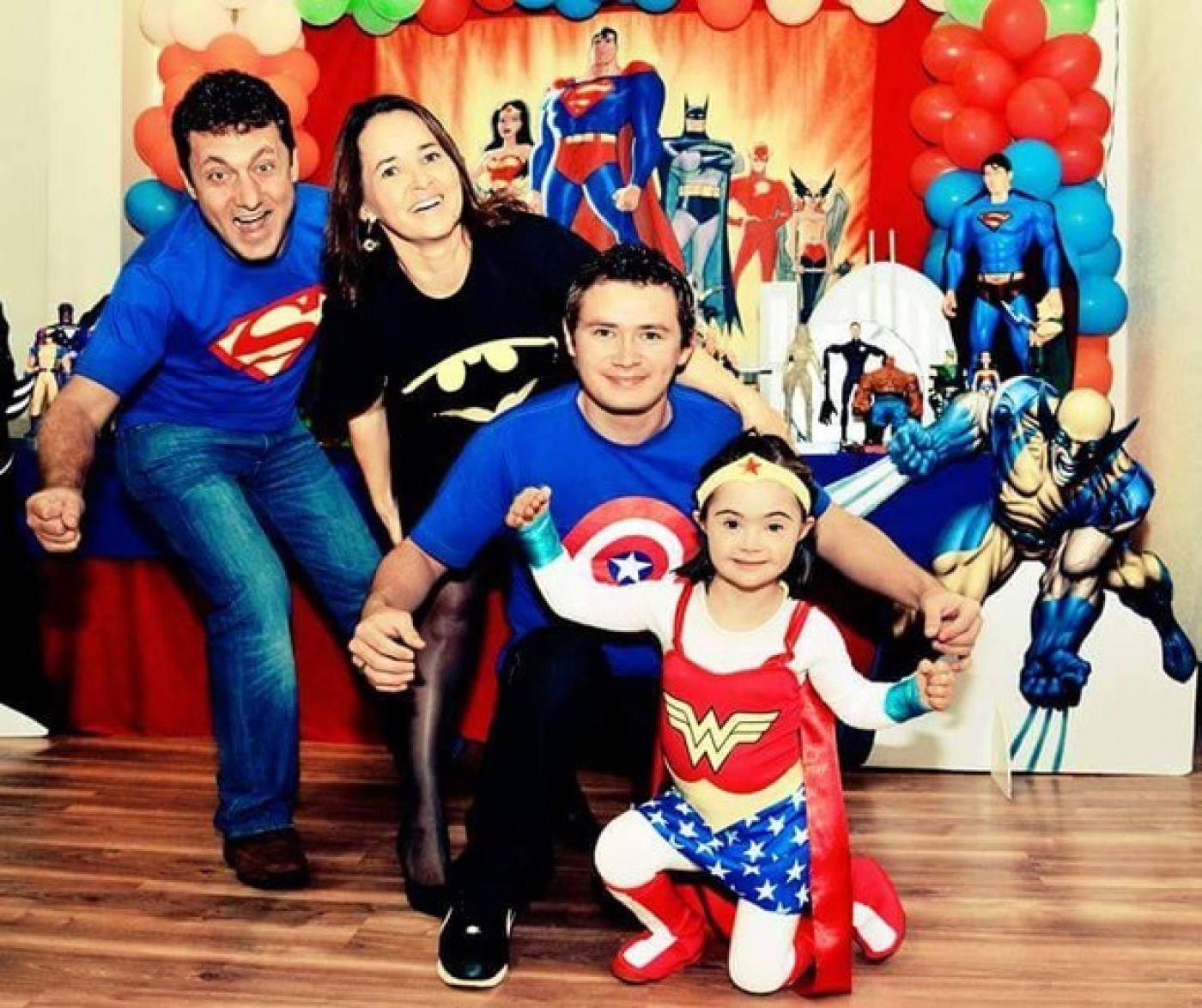 Da esquerda para direita: o pai, Carlos, Claudete, o filho Jean e a pequena Gabriela (Foto: Arquivo pessoal)